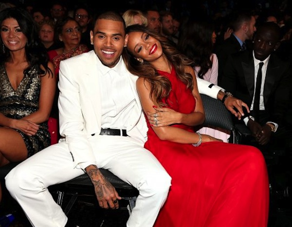 Rihanna-chris-brown-cuddle-grammy-2013