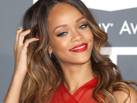 RihannaMamiloFEV2013